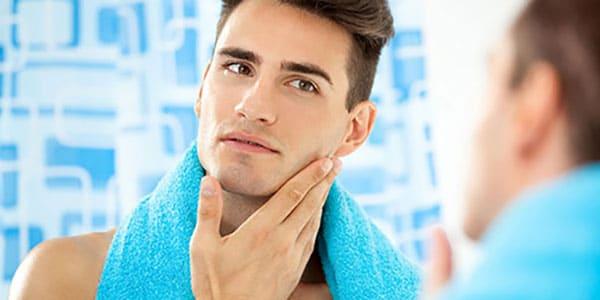 Il peut être utilisé comme après-rasage naturel